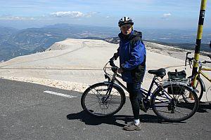 Radfahrerin auf dem Gipfel